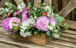 Praktikusan és igényesen kialakított fa virágládákat vásárolhat kertjébe
