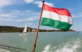 Szálljon vízre a magyar tengeren!