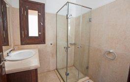 Egyedi zuhanykabinnal a stílusos fürdőszobáért